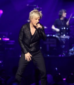 Culture/ mode  Indochine adopte la blonde attitude